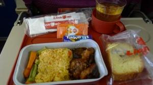lunch pertama di pesawat
